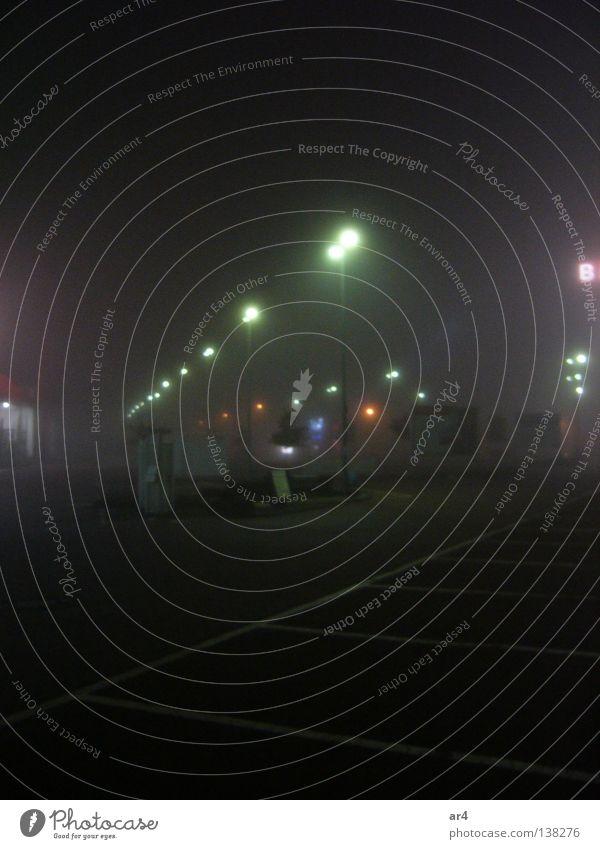 Straße bei Nacht Lampe dunkel Stadt Laterne Parkplatz Nachtaufnahme Verkehrswege