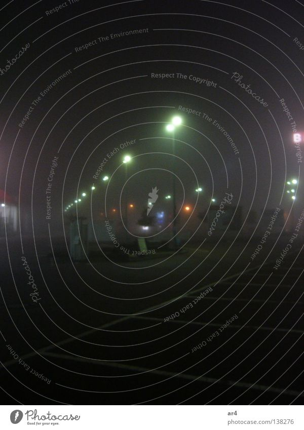 Straße bei Nacht Stadt Lampe dunkel Laterne Verkehrswege Parkplatz Nachtaufnahme