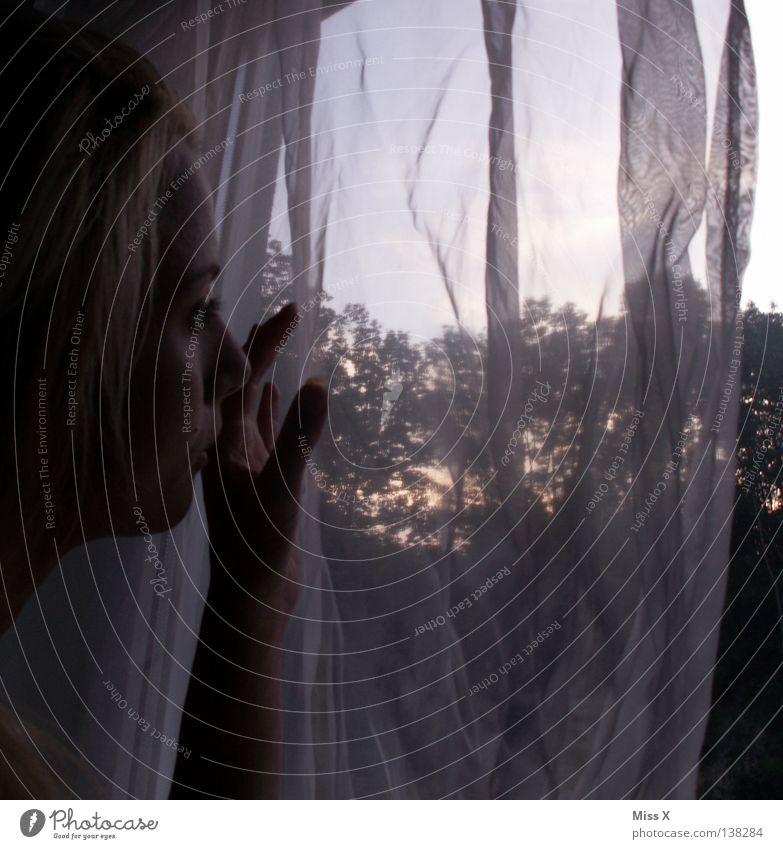 Morgen ist auch noch ein Tag Gesicht Frau Erwachsene Kopf Hand Stoff blond Traurigkeit Langeweile Trauer Müdigkeit Sehnsucht Angst Schwäche Sonnenuntergang