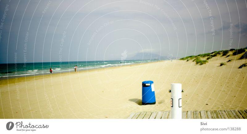 The Beach Meer grün blau Sommer Strand gelb Müllbehälter