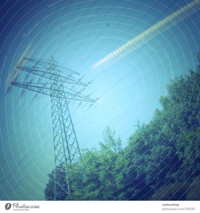 monty pylon Baum Fenster Verkehr Eisenbahn Geschwindigkeit Elektrizität Strommast Schnellzug Personenzug Pendler