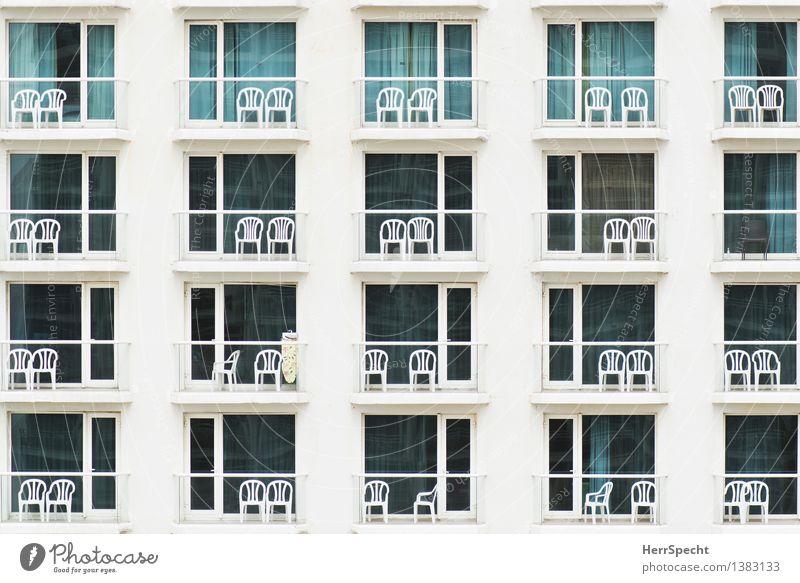 Suchbild Bügelbrett Ferien & Urlaub & Reisen Tourismus Häusliches Leben Stuhl Tel Aviv Stadtzentrum Haus Hochhaus Gebäude Architektur Fassade Balkon eckig