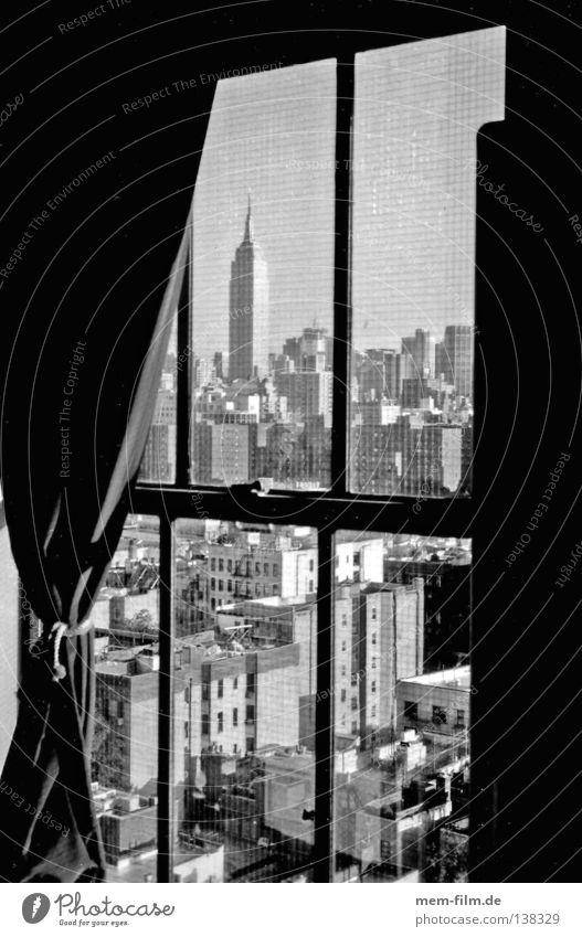 panoramablick durch ein öffentliches fenster... Stadt Sommer Haus oben Fenster groß Hochhaus USA Aussicht Gebäude Skyline Vorhang New York City Manhattan Schwarzweißfoto New York State