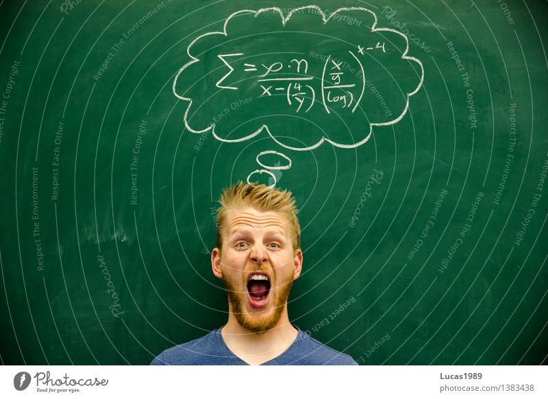 mann student schüler  schreit mathematische gleichung Bildung Schule lernen Klassenraum Tafel Schüler Lehrer Berufsausbildung Studium Student Hörsaal