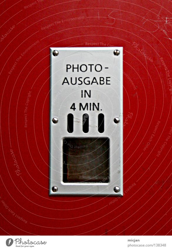HH08.1 - Die Aktion, warten und dann ... Metall Kunststoff Zeichen Schriftzeichen Schilder & Markierungen rot silber Vergänglichkeit Zeit Fotografie 4 Beschläge