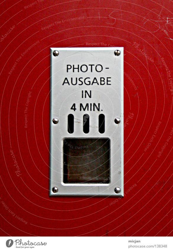 HH08.1 - Die Aktion, warten und dann ... rot Metall Fotografie warten Schilder & Markierungen Zeit retro Schriftzeichen Buchstaben Vergänglichkeit 4 Zeichen Mitte Kunststoff Loch Typographie