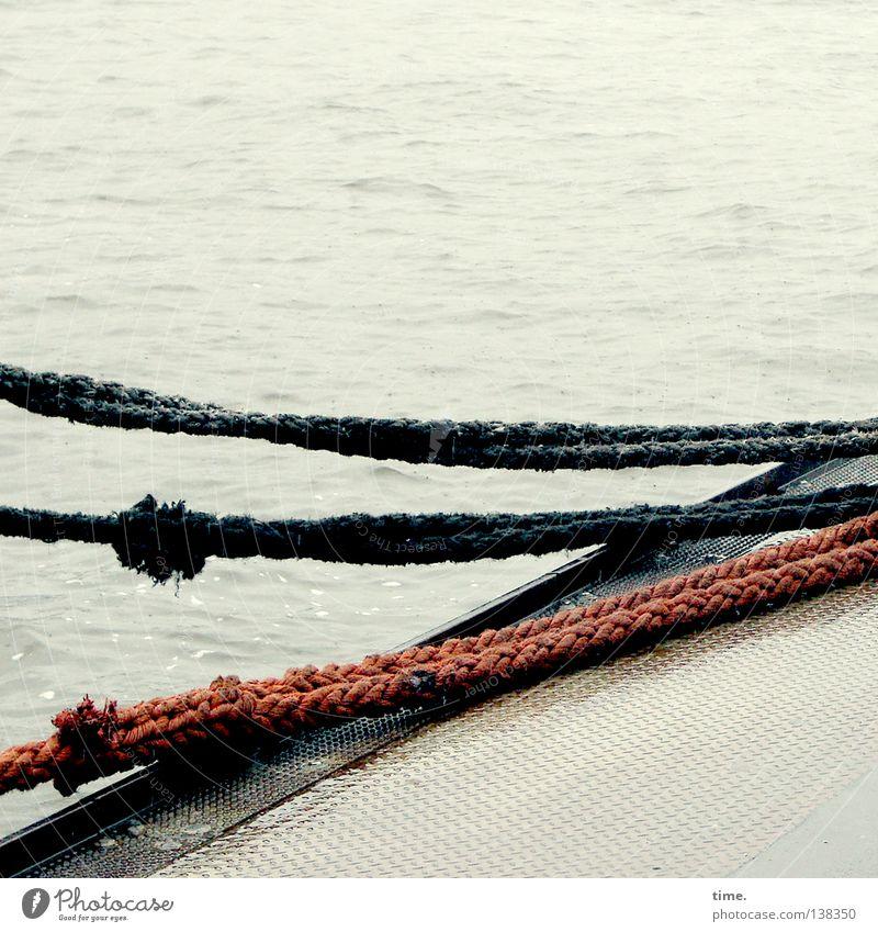 HH08 | Seilschaft Wasser ruhig Wasserfahrzeug liegen Ecke Hafen Stress Schifffahrt Anlegestelle Leichtigkeit Nervosität Knoten Elbe Wasseroberfläche Befestigung