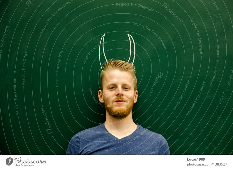 Teufel Mensch Jugendliche Mann grün Junger Mann 18-30 Jahre Erwachsene außergewöhnlich Schule maskulin blond lernen Studium bedrohlich Bildung Student