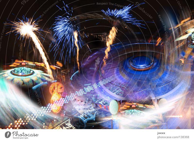 Feierwerk anzünden Fröhlichkeit Außenaufnahme Feuerwerk mehrfarbig chaotisch drehen Drehung Eingang entzünden explodieren Explosion Farbenspiel Collage