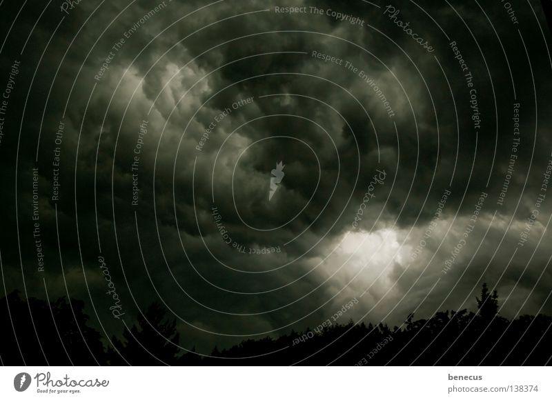 Umnachtung dunkel Wolken Unwetter Tiefdruckgebiet Geister u. Gespenster trüb schlechtes Wetter dunkle Wolken Hoffnungsstrahl schwarz dunkelgrau Wolkenformation