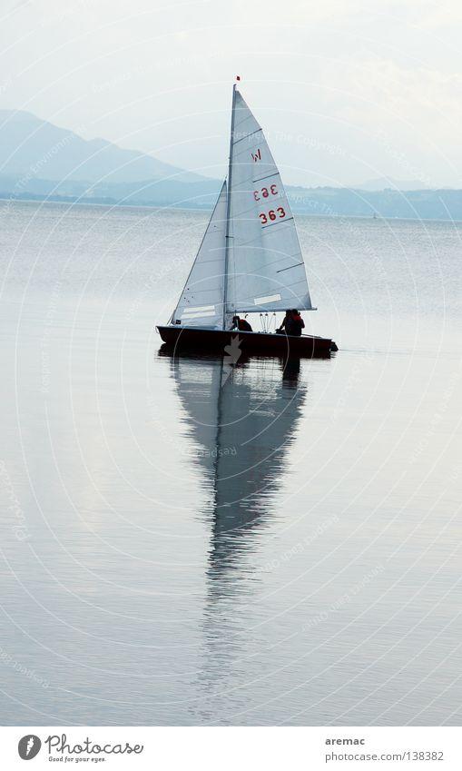Sail away Wasserfahrzeug Segeln fahren Wolken Mensch Ferien & Urlaub & Reisen Horizont See Reflexion & Spiegelung Segelschiff Sommer Sportboot Chiemsee Spielen