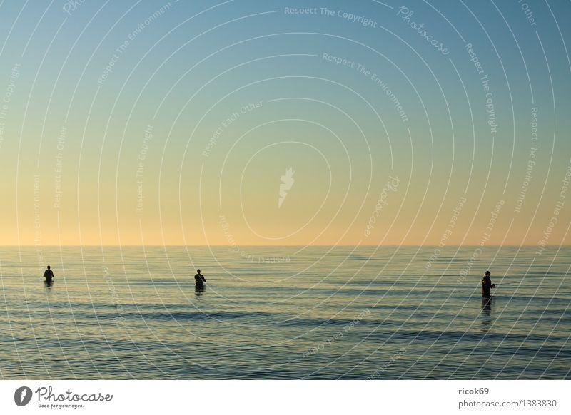 Angler Mensch Natur Ferien & Urlaub & Reisen blau Wasser Erholung Meer Landschaft Wolken Strand Küste Sport Freizeit & Hobby Tourismus Idylle Romantik