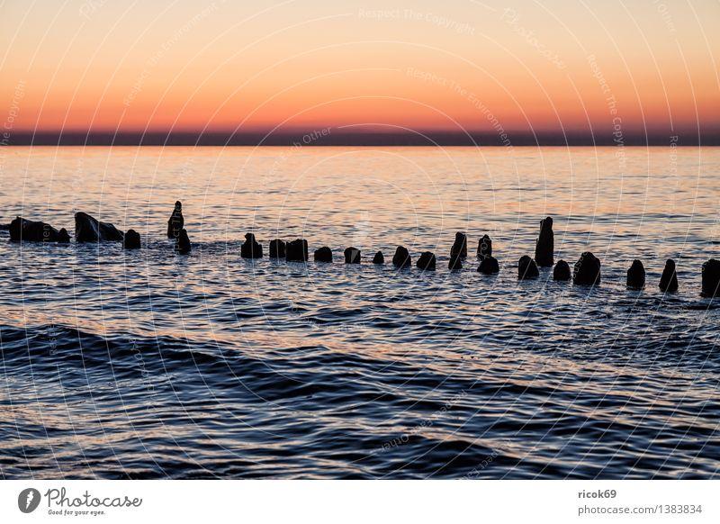 Ostseeküste Erholung Ferien & Urlaub & Reisen Strand Meer Natur Landschaft Wasser Wolken Küste Holz blau rot Romantik Idylle ruhig Tourismus Buhnen