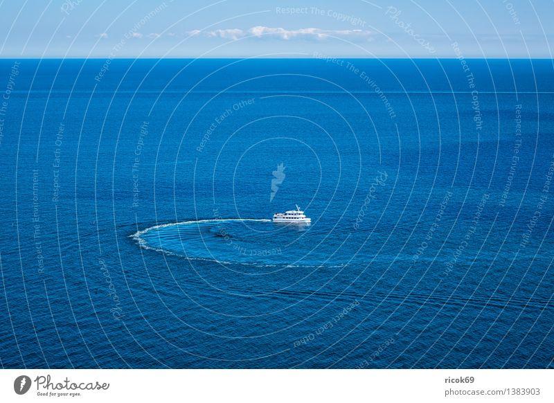 Schiff Erholung Ferien & Urlaub & Reisen Ausflug Meer Wolken Küste Ostsee Schifffahrt Kreuzfahrt Passagierschiff Wasserfahrzeug drehen blau Romantik Idylle