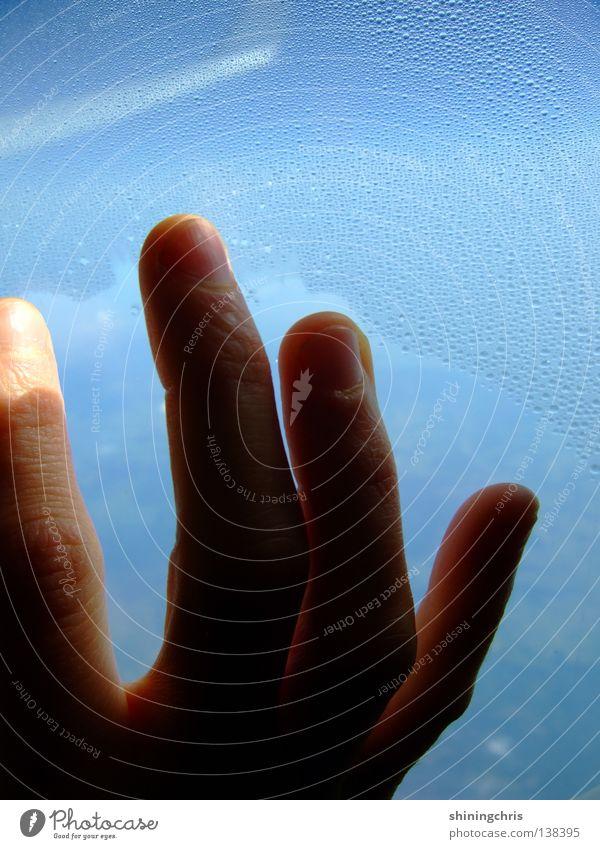 grab the sky. Flugzeug Fenster Finger Hand Fingernagel Luftverkehr Himmel airplane window Fensterscheibe gelehrt fangen blau Flügel Erde