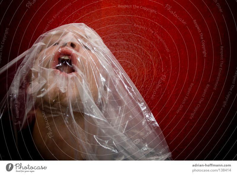 Erstickungsgefahr Luft atmen Atemnot ersticken gefährlich bedrohlich rot Folie Abdeckung durchsichtig Mann schreien stumm Rache Qual notleidend Angst Panik Tod