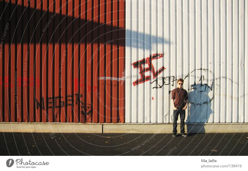 Jonny Controlletti Mann Jugendliche schön weiß Sommer schwarz Straße dunkel kalt Wand Mauer Wärme Graffiti braun hell Kunst