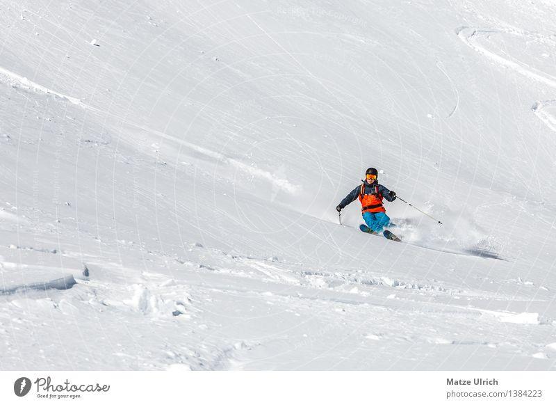 Freeskiing Sport Wintersport Skifahren Skier Free-Ski Tiefschnee Berghang maskulin Junger Mann Jugendliche Erwachsene 1 Mensch Umwelt Natur Landschaft