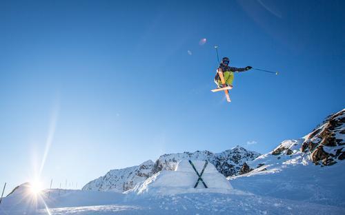Mutegrab Himmel Natur Sonne Freude Winter Berge u. Gebirge Umwelt Schnee Sport Glück fliegen Felsen Eis Schönes Wetter Abenteuer Gipfel