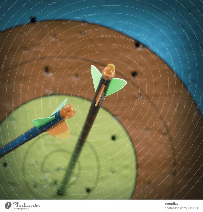 my target Sport Spielen Freizeit & Hobby gefährlich Elektrizität Erfolg Kreis Sicherheit bedrohlich Ziel Punkt Pfeil Konzentration Loch Richtung