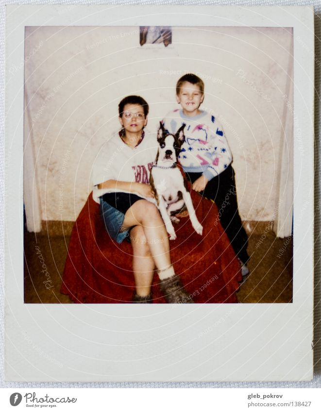 Polaroid part III Porträt Mensch retro Freude Frau dog home boy dreams russia full lengh 6x6 woman Mauer