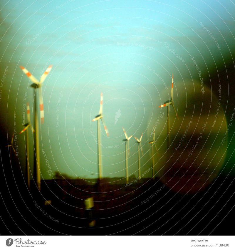 Autobahn Himmel Straße Farbe Bewegung PKW Verkehr Energiewirtschaft fahren Windkraftanlage Dynamik Erneuerbare Energie unterwegs