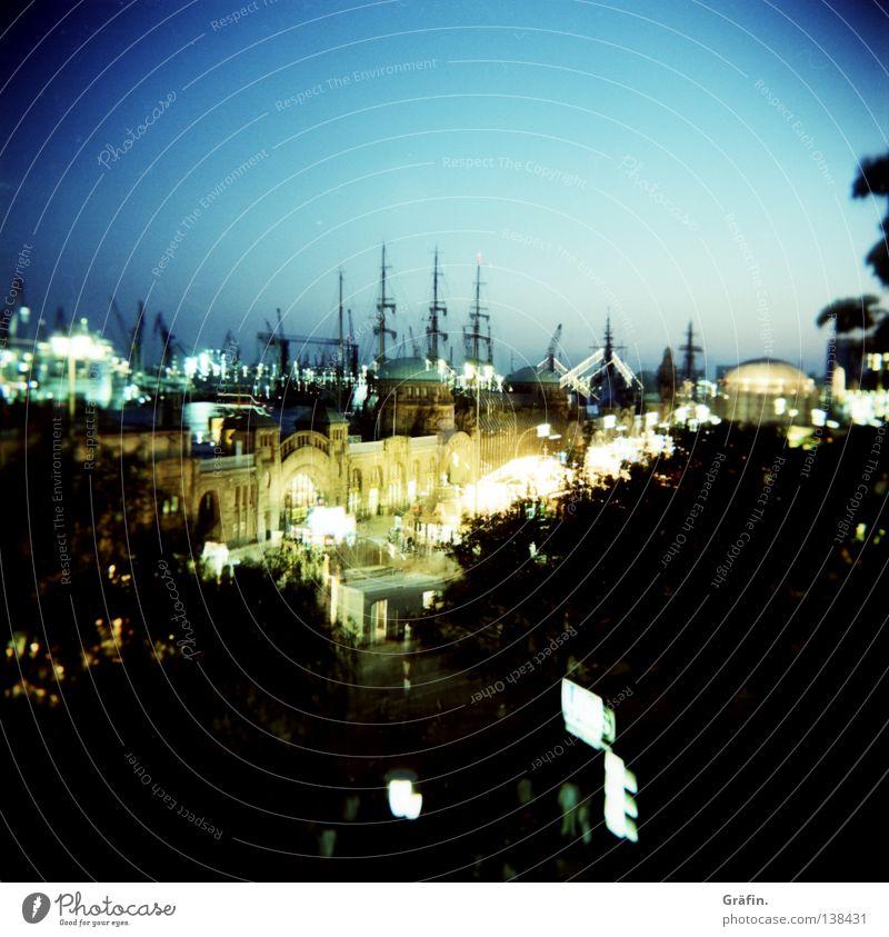 Hamburger Nacht Licht Wasserfahrzeug Langzeitbelichtung Nachthimmel Holga Mittelformat Quadrat Baum Kunst Straßenfest Aussicht Plattform Gute Nacht erleuchten