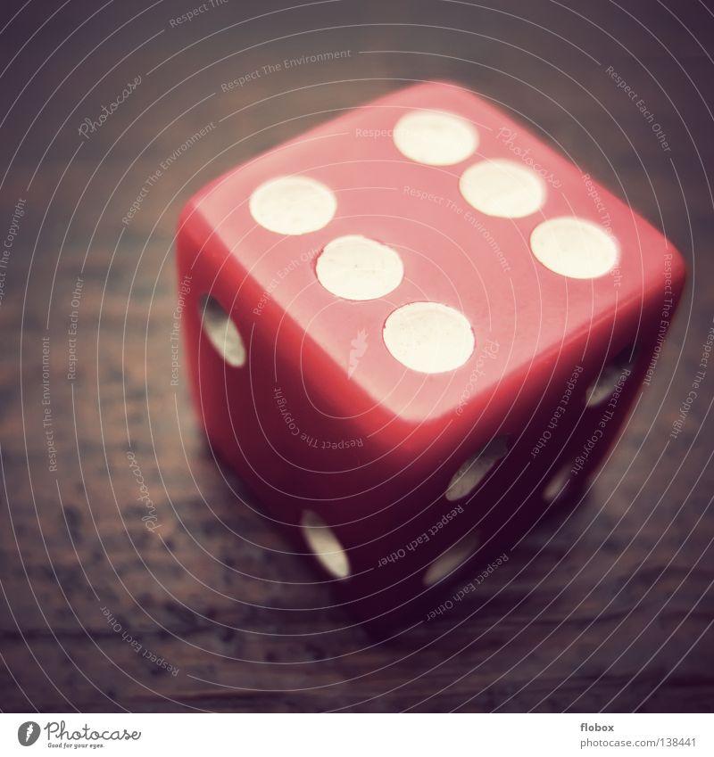 6 Tore werden fallen! Freude Spielen Würfel Glück 2 Erfolg Tisch gefährlich Ziffern & Zahlen Quadrat Mut Symbole & Metaphern Langeweile verloren werfen rechnen