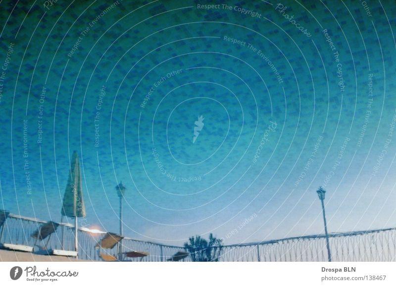 Oberseite unten blau Sommer Schwimmbad Fliesen u. Kacheln obskur Sonnenschirm drehen Verlauf Kühlung