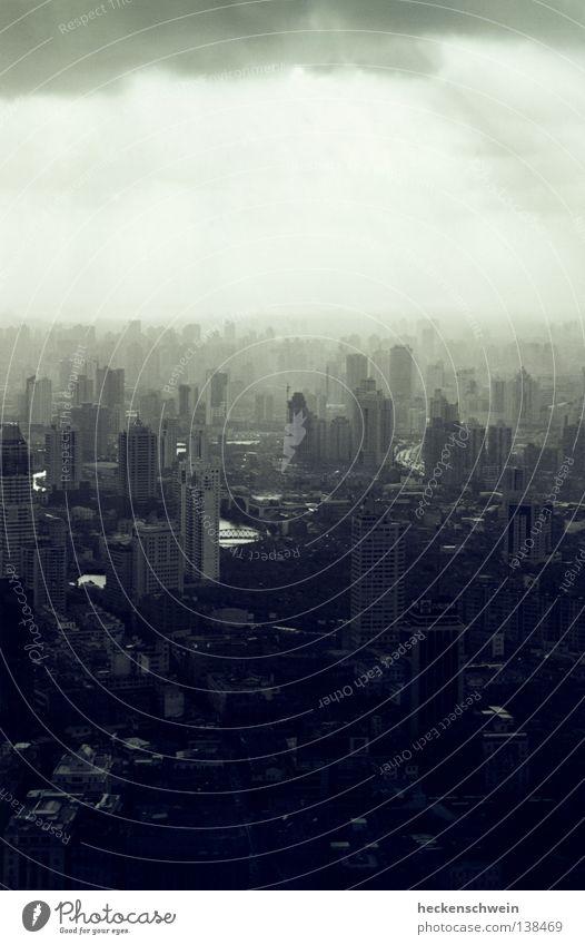 Beton(t) fortschrittlich 2 Stadt Einsamkeit Wolken dunkel grau klein Beleuchtung Glas Erfolg Hochhaus Brücke trist Fluss Skyline China