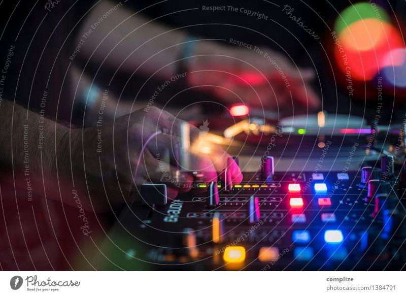 DJ @ Club Mensch Feste & Feiern Party Musik Technik & Technologie Tanzen Gastronomie Veranstaltung Bar Club Notebook Disco Alkohol Nachtleben Entertainment Schallplatte