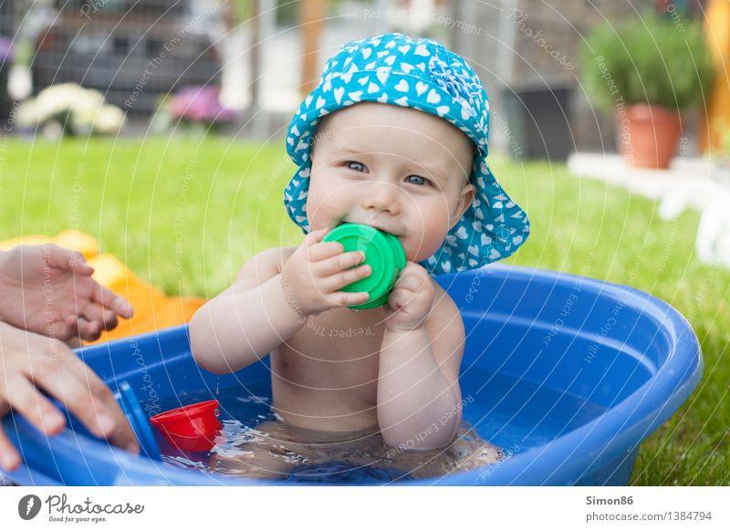 Summerspash Mensch Freude Mädchen Gefühle feminin Spielen Glück Garten Schwimmen & Baden Stimmung Zufriedenheit Fröhlichkeit Baby Badewanne niedlich
