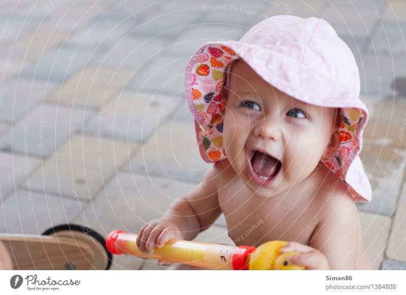 Hier bin ich! Mensch feminin Kind Kleinkind Mädchen 1 0-12 Monate Baby Lächeln lachen frech Fröhlichkeit klein Gefühle Stimmung Freude Glück Zufriedenheit