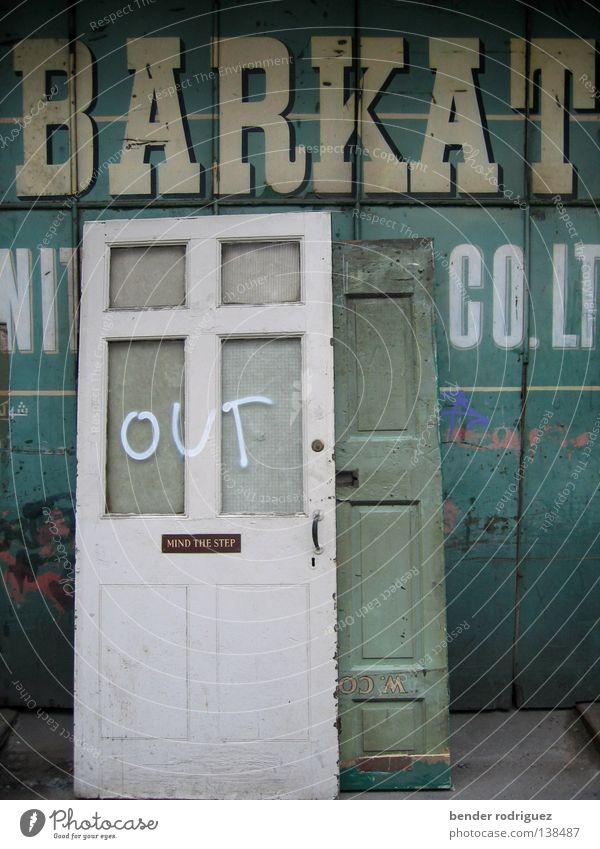 Out of Manchester Einsamkeit Tür verfallen Umzug (Wohnungswechsel) türkis England