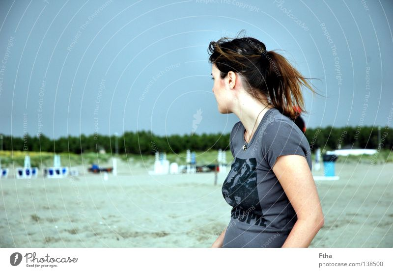 Weitblick Frau Jugendliche Meer Sommer Strand Ferne Sand Küste Wetter Aussicht Italien Gewitter Toskana Naturgewalt Pferdeschwanz