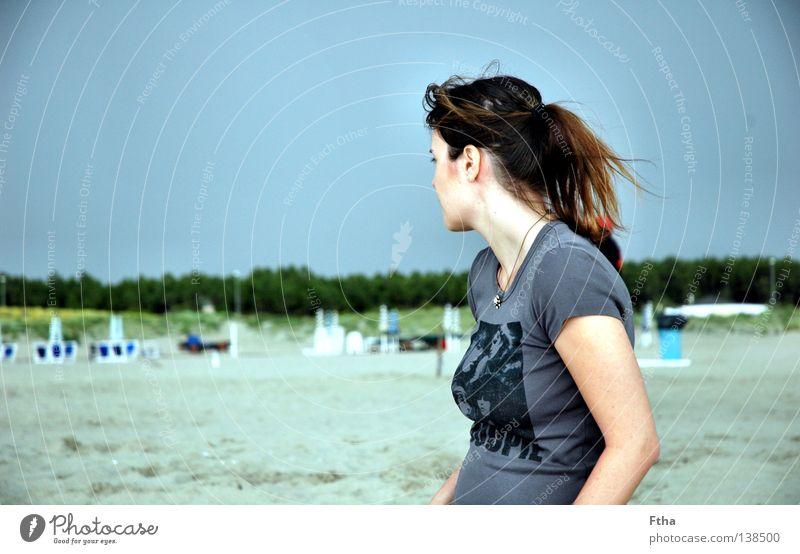 Weitblick Toskana Meer Küste Frau Ferne Aussicht Sand Strand Sommer Gewitter Wetter Pferdeschwanz Italien Blick Naturgewalt Jugendliche Mehr Donnergrollen