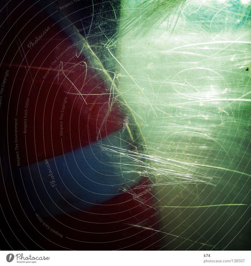 LIFE SAVER grün rot orange Wellen Angst Glas gefährlich bedrohlich Schutz Flüssigkeit Statue Schifffahrt Fensterscheibe Panik Furche Rettung
