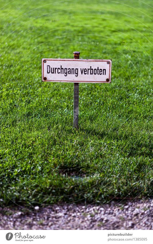 Verboten! Gras Garten Park Wiese Personenverkehr Wege & Pfade Schilder & Markierungen Hinweisschild Warnschild alt eckig grün schwarz weiß achtsam