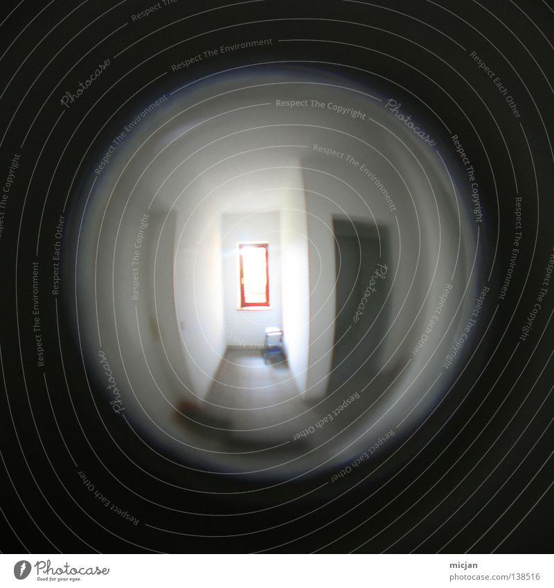 Konvergenzschwäche schwarz dunkel Fenster träumen hell Zusammensein Wohnung Sicherheit Kreis Häusliches Leben rund Neugier Dorf Konzentration Aussicht Tunnel