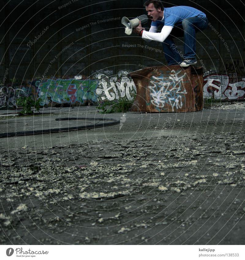 quäl dich du sau! Mensch Mann ruhig Wand Spielen sprechen springen Mauer Schuhe fliegen verrückt neu Lifestyle Hinweisschild T-Shirt Jeanshose