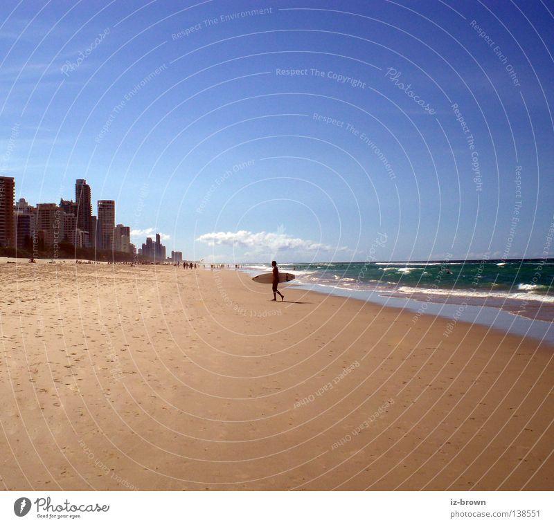 surfer Strand Wellen Ferne Platz Surfer Meer Sport Spielen Sand frei Raum Coolness Surfen