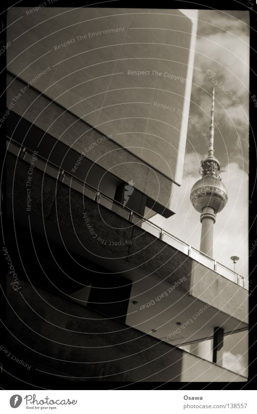 AnaLogEX Himmel Haus Wolken Berlin Wand Gebäude Beton Turm analog Mitte Denkmal Balkon Bauwerk Wahrzeichen Berliner Fernsehturm