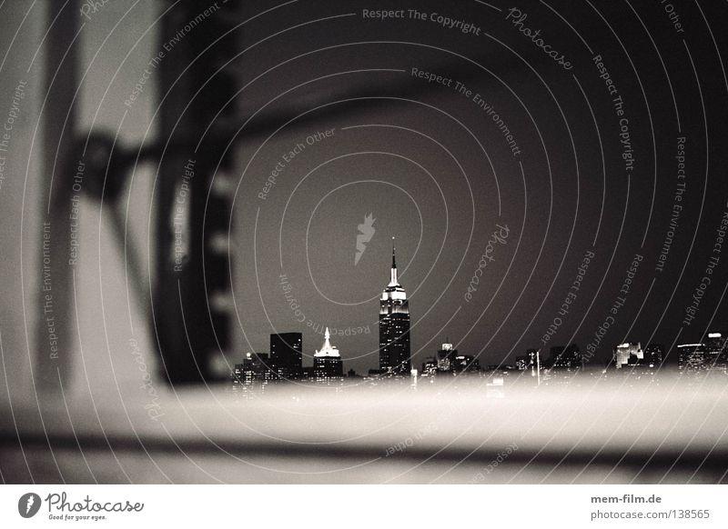panoramablick durch ein öffentliches fenster... 2 weiß Stadt Sommer Haus schwarz oben Fenster groß Hochhaus USA Aussicht Skyline New York City Manhattan