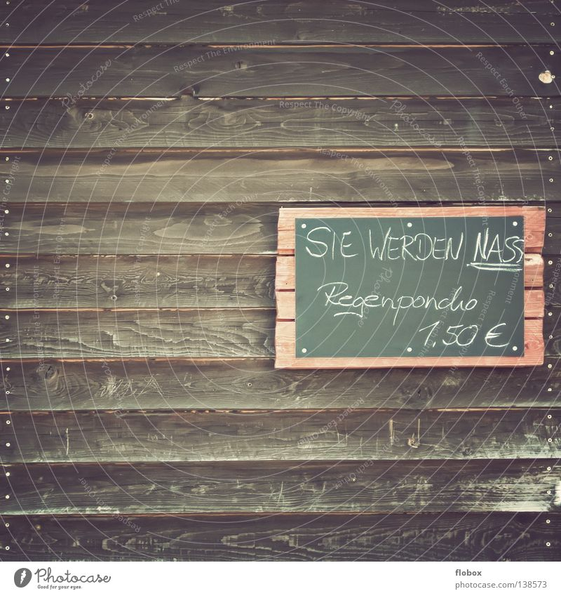 Portugal wird nass gemacht! Wand Holz Humor Schilder & Markierungen gefährlich Hinweisschild bedrohlich Symbole & Metaphern Zeichen Information Hut Rutsche