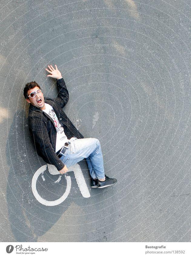 the race Rollstuhl Deprivation unfair Verkehrszeichen Bewegung anstößig Mann Krankheit verrückt sanitär gehen fahren Gesundheit Verkehrswege diskriminiert
