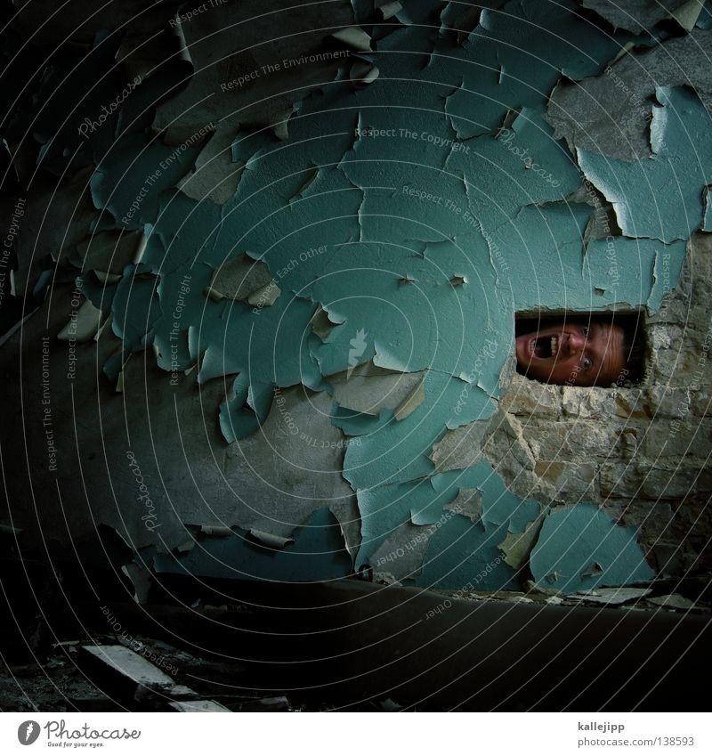mafia Mensch Mann Mauer Lifestyle Angst offen Baustelle Sicherheit Dienstleistungsgewerbe Backstein Loch Gott heilig gefangen Märchen Panik