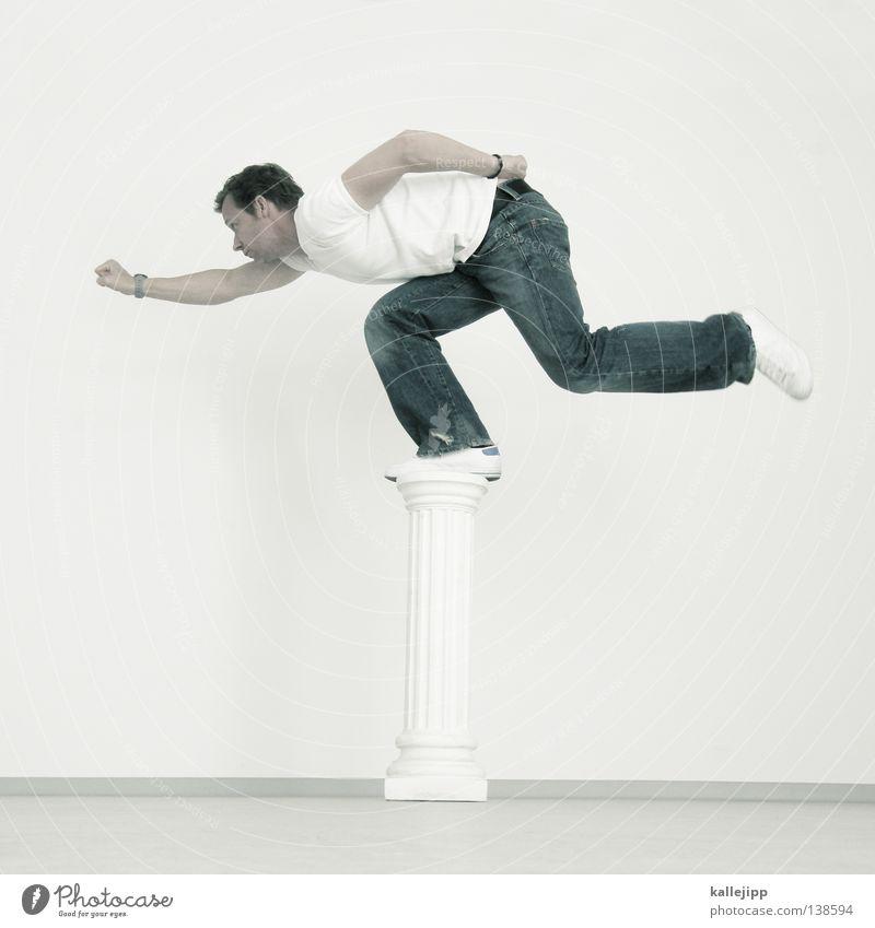 1600 Mann Sockel Denkmal Skulptur Statue Souvenir Erinnerung Superman Lifestyle Faust Ganzkörperaufnahme Götter Ausstellung Mut Humor weiß Strebe Schweben