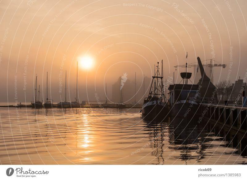 Sonnenaufgang Erholung Ferien & Urlaub & Reisen Wasser Fluss Stadt Hafen Segelboot Segelschiff Wasserfahrzeug Romantik Idylle Natur ruhig Tourismus Rostock