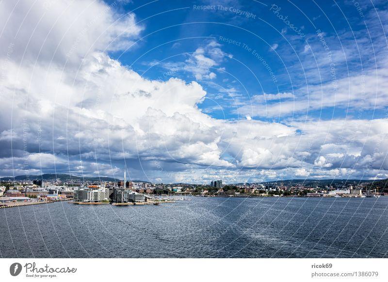 Blick auf Oslo Erholung Ferien & Urlaub & Reisen Haus Natur Landschaft Wasser Wolken Küste Fjord Meer Stadt Hauptstadt Bauwerk Gebäude Architektur Idylle