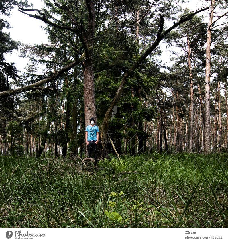 naturbursche Mann Natur Baum grün blau Farbe Wald Wiese Gras Landschaft Luft maskulin T-Shirt stehen Maske Umweltschutz